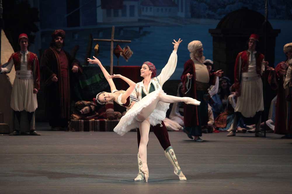 Daria Khokhlova and Denis-Medvedev in Bolshoi Ballet's Le Corsaire