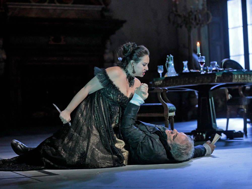 Sonya Yoncheva as Tosca and Željko Lu?i? as Scarpia. Photo: Ken Howard/Metropolitan Opera.