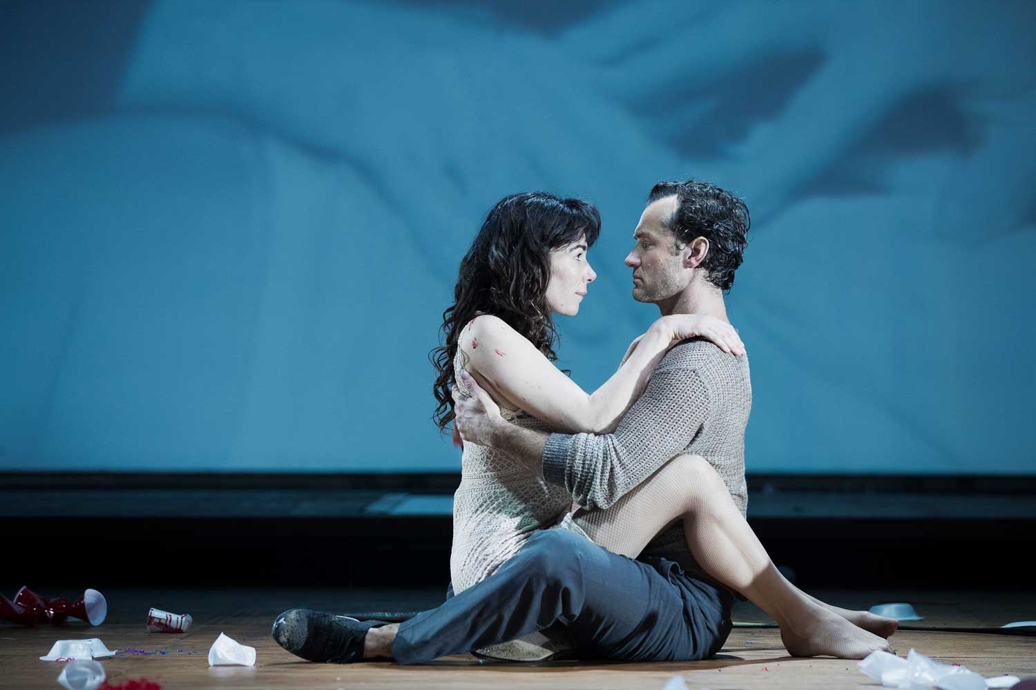 Halina Reijn and Jude Law in Obsession at the Barbican Theatre. Photo by Jan Versweyveld.
