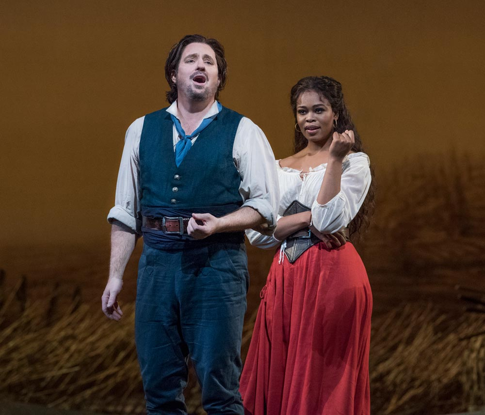 Matthew Polenzani as Nemorino and Pretty Yende as Adina in Donizetti's L'Elisir d'Amore.