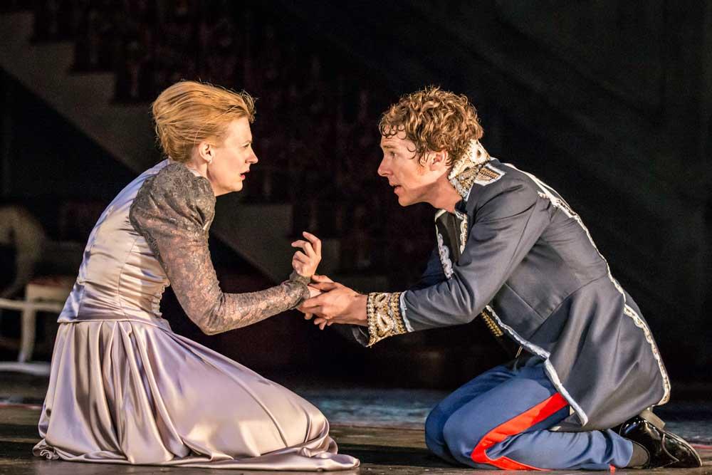 Anastasia Hille (Gertrude) and Benedict Cumberbatch (Hamlet) in Hamlet