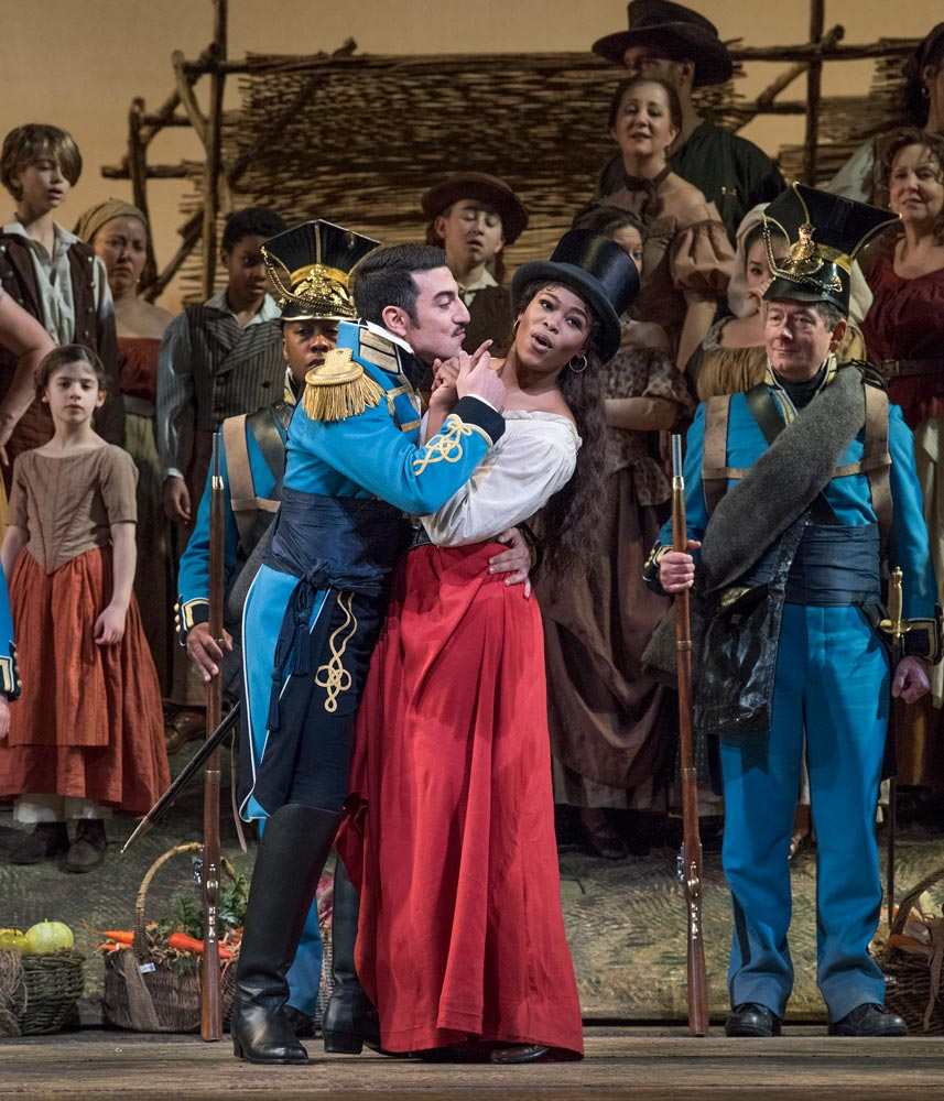 Davide Luciano as Belcore and Pretty Yende as Adina in Donizetti's L'Elisir d'Amore