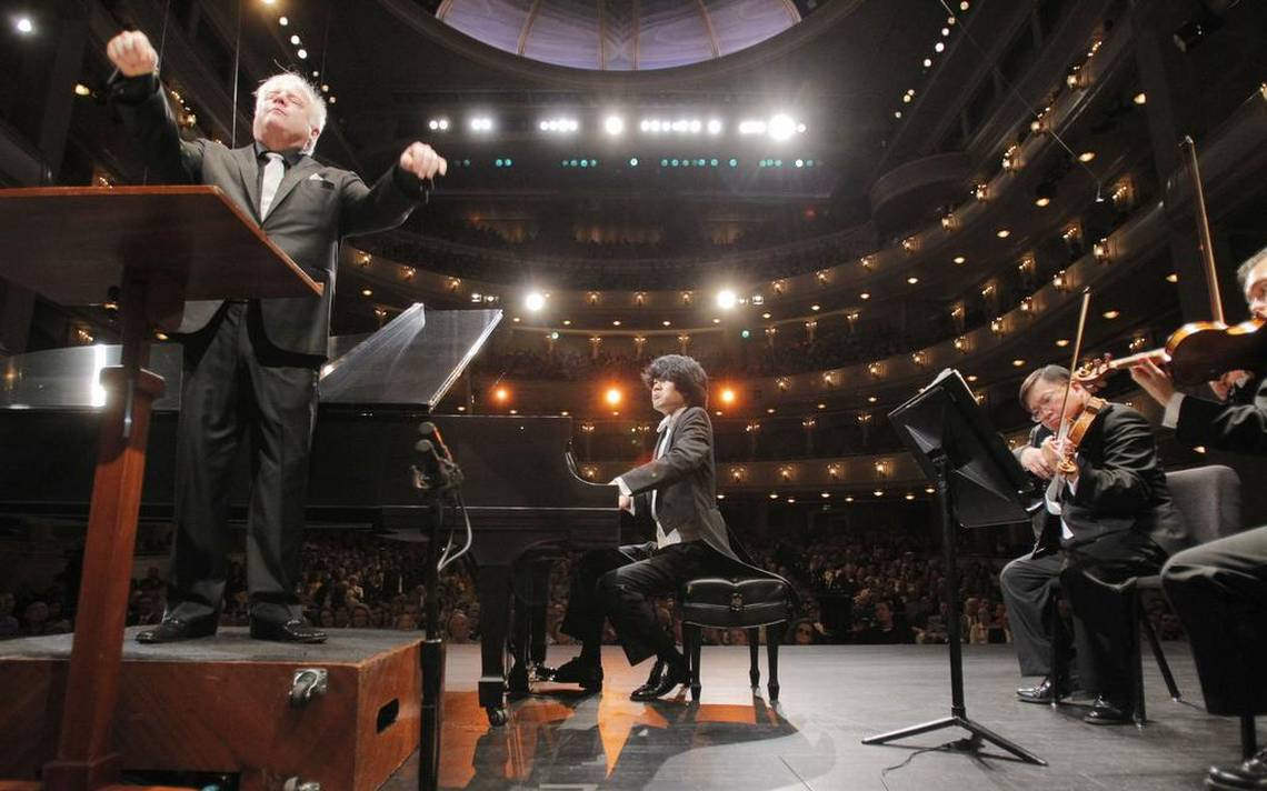 Pass the popcorn and watch the Cliburn finals on the big screen