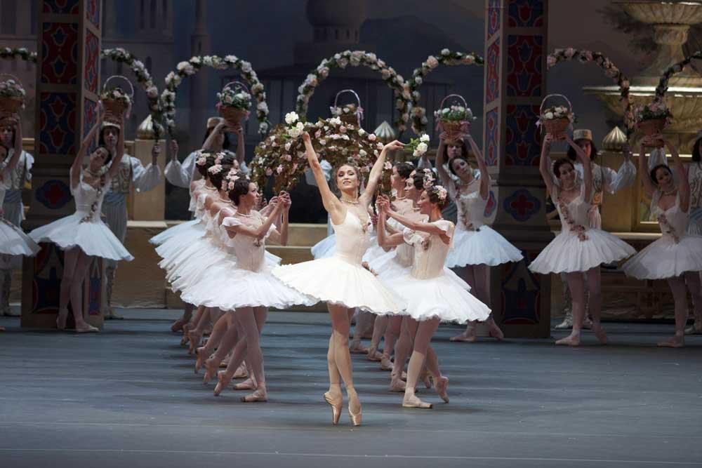 Ekaterina Shipulina as Medora in Bolshoi Ballet's Le Corsaire